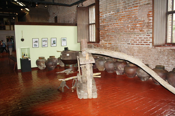 18_exhibit_area
